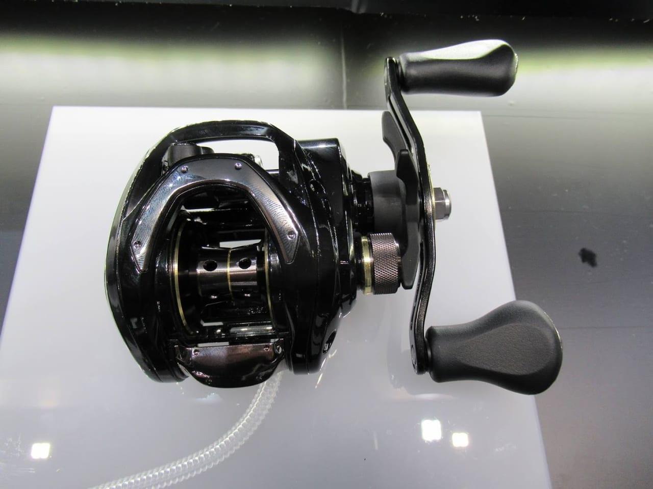 ダイワの2019低価格帯ベイトリール「バスX」低価格なのに格好良い入門者用リール。