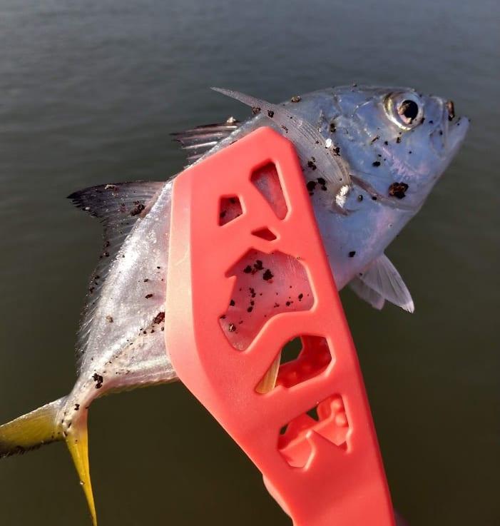 今度はメッキ釣りで効果の高かったメタルジグのカラーを発表します